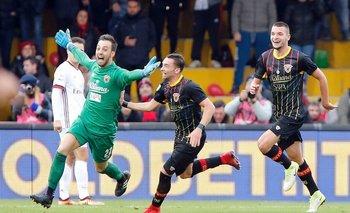 Alberto Brignoli, el arquero de Benevento, festeja su gol