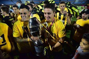 Estoyanoff y Cebolla Rodríguez celebran el título del Uruguayo