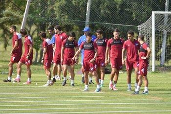 El plantel tricolor entrenando en Los Céspedes<br>