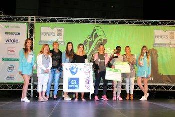 El podio femenino de 10K: Tesuri, de Argentina, fue la ganadora, seguida por su compatriota Urrutia y la keniata Arusho