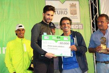 Bruno, ganador de la San Fernando, con su premio