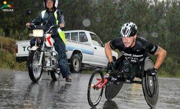Eduardo Dutra luchando contra las elevaciones de Lavalleja