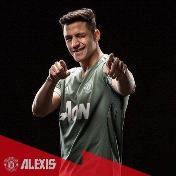 Alexis Sánchez con la camiseta de Manchester United