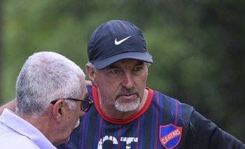 Adolfo Barán entrenador de Atenas<br>