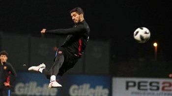 Suárez en el entrenamiento nocturno previo a recibir a Valencia