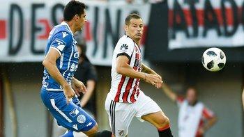 """Mora volvió al gol y el Monumental coreó el """"uruguayo, uruguayo"""""""