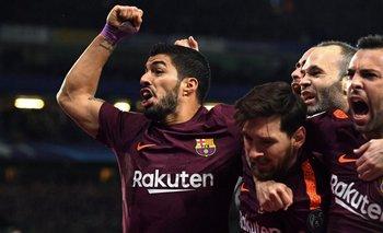 Suárez en el festejo del gol de Messi en Londres