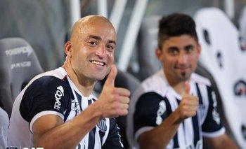 Silva, feliz por su gol, tras ser sustituido
