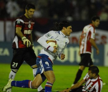 El Cacique Medina, ayer jugador, hoy técnico de Nacional antes Estudiantes<br>