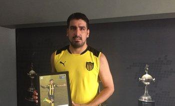 Viatri con el premio de Fútbolx100