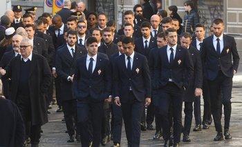 Los jugadores de Fiorentina, con Maxi Olivera a la cabeza y Cristóforo más atrás