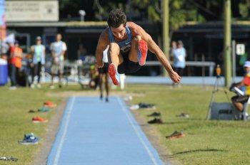 Uno de los saltos de Emiliano Lasa<br>