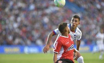 Cristian Oliva en el partido entre River Plate y Nacional
