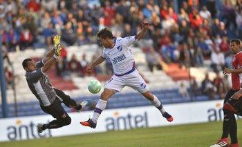 Peligro de gol, garantía en el arco con Nicola Pérez, en Nacional-River