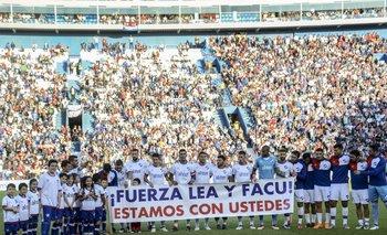 El plantel tricolor y su mensaje de apoyo a los jugadores del club Facundo Waller y Leandro Otormín recientemente lesionados.
