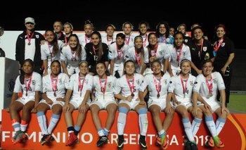 Uruguay recibe la medalla de bronce en el Sudamericano sub 17 femenino