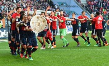 El polantel de Bayern Múnich celebró el sexenio de la Bundesliga