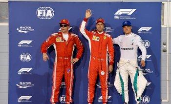 Vettel celebra la pole; a su lado, Raikkonen y Bottas