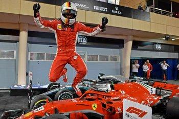 El festejo de Vettel tras ganar en Baréin y liderar el Mundial de Fórmula 1