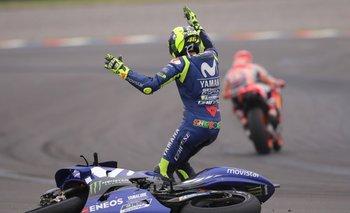 El gesto de bronca de Valentino tras ir al piso y ver que Márquez se iba