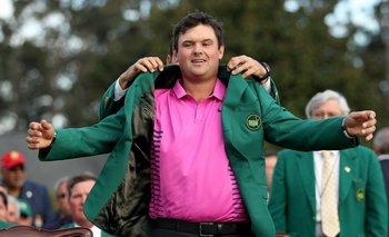 Reed con la anhelada chaqueta verde de Augusta