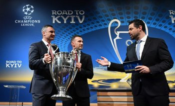 """Los ucranianos Vitali Klitschko y Andriy Shevchenkocon la """"orejona"""" de la Liga de Campeones"""
