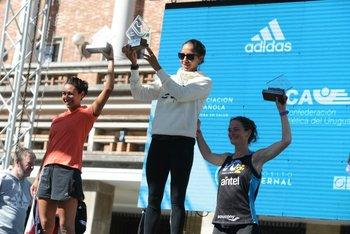 El podio de 21K femenino: Soto, Sosa y Karliner