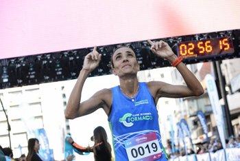 La brasileña Ana Claudia Rodrigues se llevó los 42K femeninos
