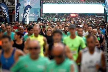 La largada con miles de corredores a las 07:00