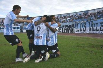El festejo de Cerro tras el gol de Franco
