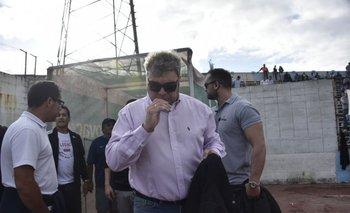 """Luis """"Ronco"""" López ingresando a la cancha del Tróccoli"""