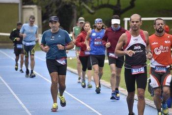 Un grupo de corredores en las 48 Horas Uruguay Natural