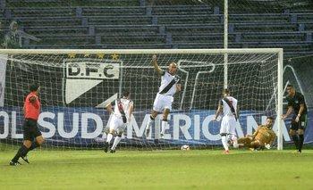 Sergio Felipe festeja el primer gol de Danubio<br>
