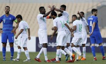 Los jugadores de Arabia Saudí celebran el segundo gol ante Grecia
