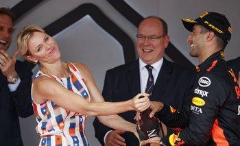 Daniel Ricciardo con los príncipes en Mónaco tras su victoria