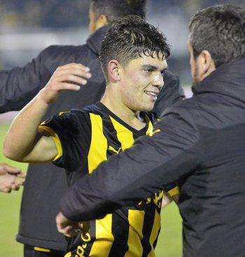 Kevin Lewis, debutó ante Atenas, el cuarto futbolista que se estrena en el primero de Peñarol en la temporada<br>