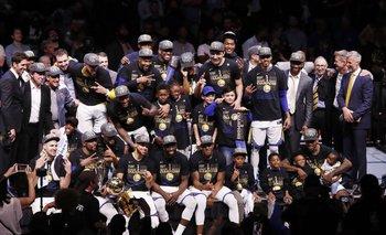 Golden State Warriors festejando el título