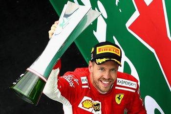 Sebastian Vettel en el podio tras ganar el GP de Canadá