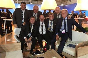Los dirigentes uruguayos junto al presidente de FIFA, Gianni Infantino, en el Congreso de Moscú