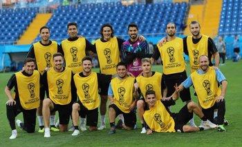 El equipo de Suárez, con el 9 de arquero, en los picados previos a los partidos de Uruguay