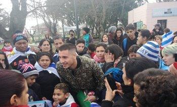 José María Giménez rodeado de fanáticos en Toledo