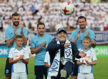 Maradona dio el puntapié inicial pero su equipo perdió