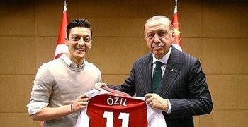 La foto de la polémica: Özil con Erdogan