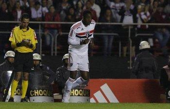 El ex Defensor Sproting, Gonzalo Carneiro, debutó en San Pablo<br>