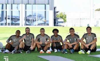 Douglas Costa, Higuaín, Ronaldo, Cuadrado, Dybala y Bentancur en el complejo de la Juve
