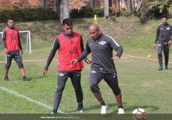 Egidio entrenando para enfrentar a Boca por la Libertadores<br>