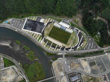 El estadio está ubicado en una zona que fue arrasada por el tsunami de 2011
