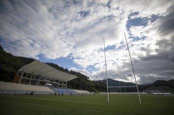 El estadio fue construido sobre las ruinas de dos escuelas barridas por el maremoto