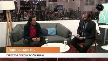 """<div>Límber Santos, director de educación rural de Primaria, dijo -en una entrevista con Mariano López- que la ausencia de niños obliga a cerrar entre cinco y 10 escuelas rurales cada año y que la matrícula baja en forma sostenida.</div><div>""""El número de niños es sensiblemente menor año a año"""", explicó Santos.</div><div>De todos modos, hay algunas escuelas que reabren, en un fenómeno relativamente reciente. """"Hay zonas que pierden población, otras mantienen y otras ganan en virtud de circunstancias laborales, que implica reabrir escuelas"""", afirmó Santos.</div><div>En todo el país hay 1.110 escuelas rurales, de las cuales 250 tienen menos de cinco niños, lo que """"resulta un problema porque son escuelas que tienen que sobrevivir con pocas familias alrededor"""".</div><div><br></div><div><br></div>"""