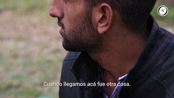 Ibrahim Alshebli tiene 23 años y vive con sus 12 hermanos y sus padres en Salto. Hace dos semanas acampan en Plaza Independencia pidiendo regresar a su país